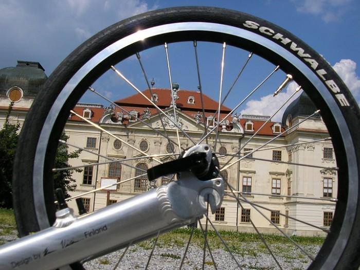 Barokní Riegensburg je za výpletem zadního koločka nového stroje pana Jana ještě baroknější