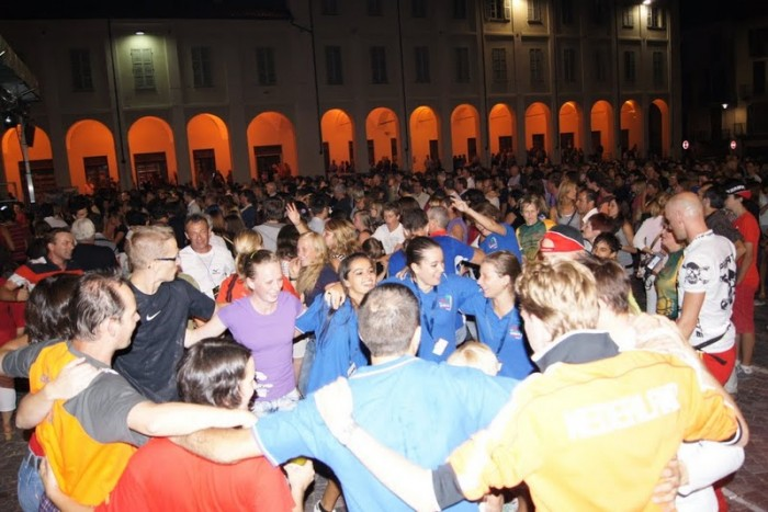 Závěrečná párty na náměstí v Ivree