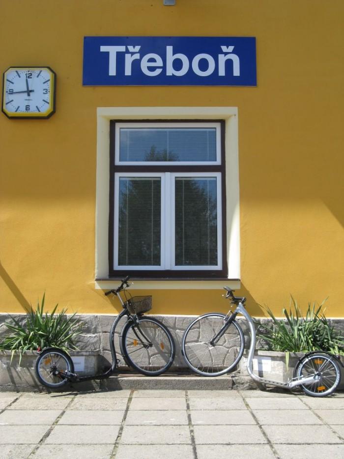 Třeboň - železniční stanice a půjčovna kol a koloběžek