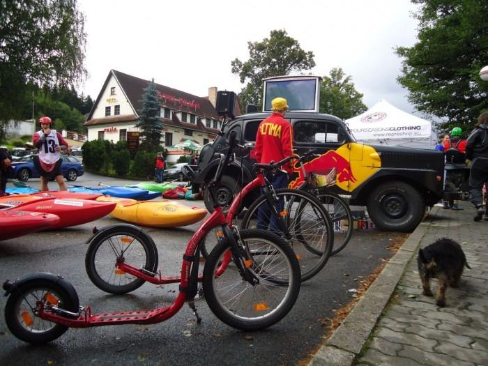Kajaky, Koloběžky Kickbike a Red Bull auto