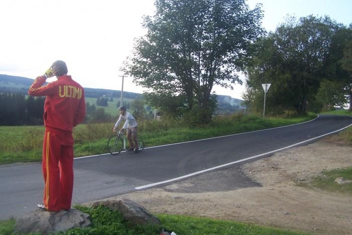 René Flášar se do časového limitu nevešel, ale hrdinně obkroužil celé kolo dlouhého závodu!