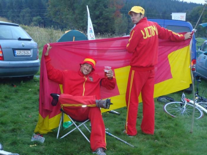Pan Jan s panem Liškou a Ultima vlajkou - první vlajkou koloběžkového týmu na světě