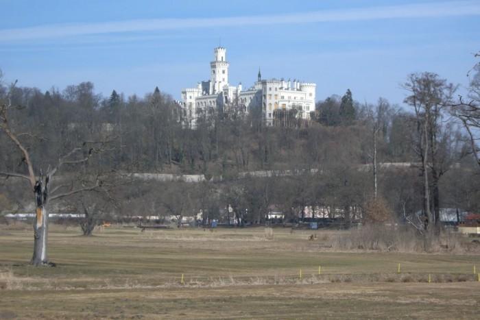 Zámek Hluboká nad Vltavou - pohled od Sportovně-ralaxačního areálu