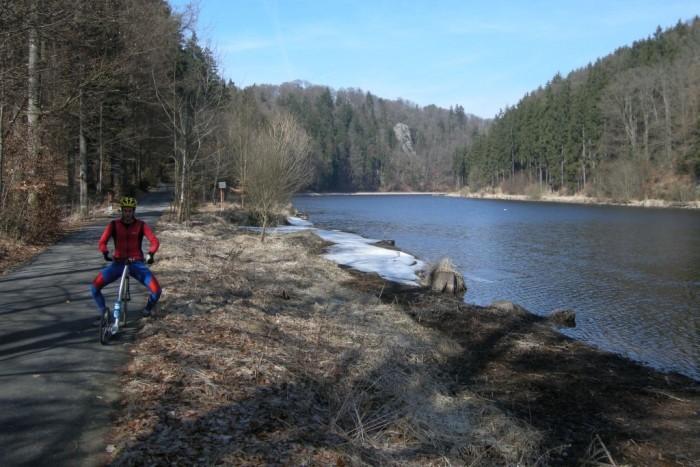 Údolí řeky Vltavy a cyklostezka směr Purkarec