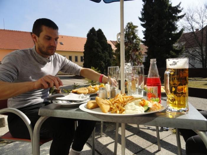 Příjemná zastávka na zahrádce v Týnu nad Vltavou s obědem