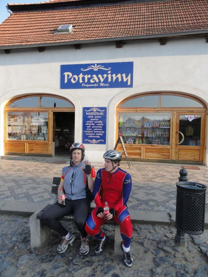 Veltrusy - náměstí, jedeme už jen na colu