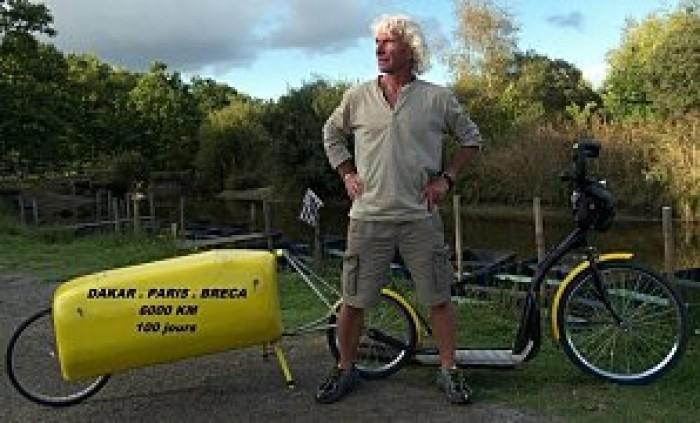 Bernard Deniaud - koloběžkář na cestách