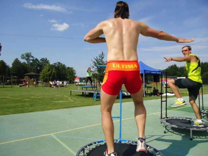 Netrvalo to dlouho a připojil se i pan Liška s dalším trenérem Štěpánem a na trampolínkách to stálo za to!