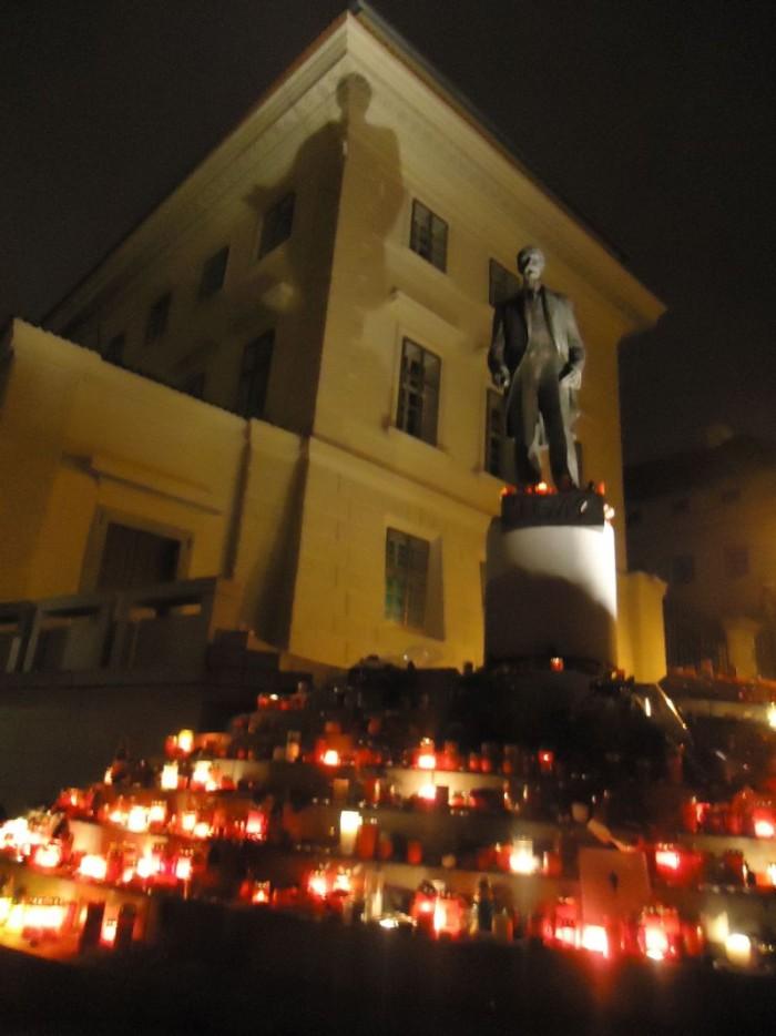 Další zastávkou se stalo Hradčanské náměstí před sochou T.G.Masaryka