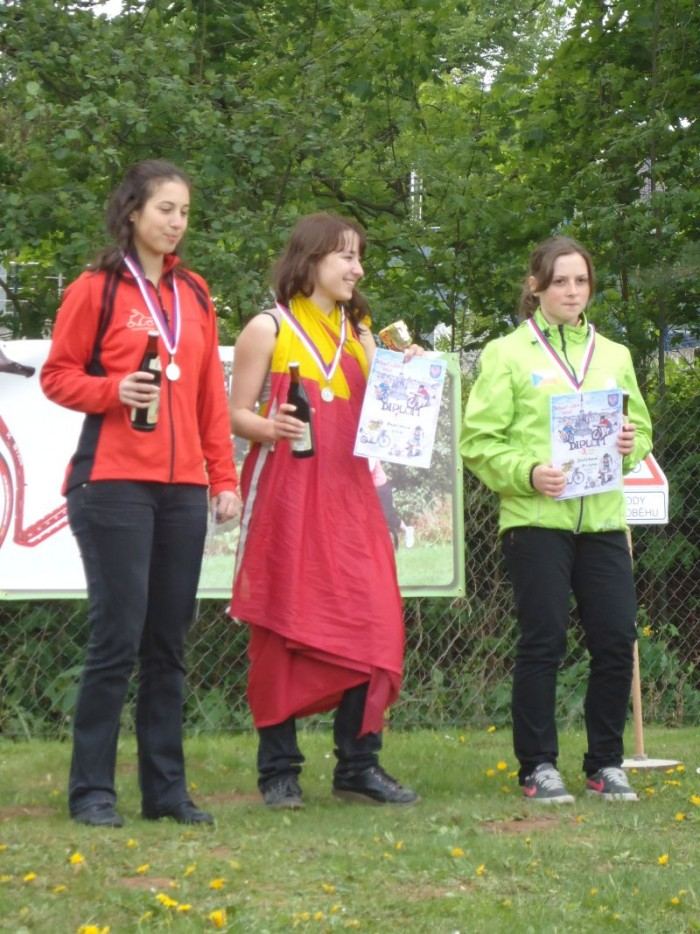 Stupně vítězů - časovka dámy - Lucka Gazárková ( vítězka ), Alenka Tlapa Kupilíková a Kristýna Dvořáková