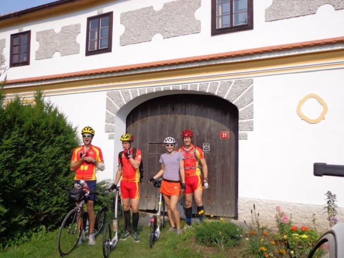 Tým Ultimy na soustředění - zleva pan Jan, pan Jaromír, slečna Pavlína a pan Liška - base camp Hrachoviště