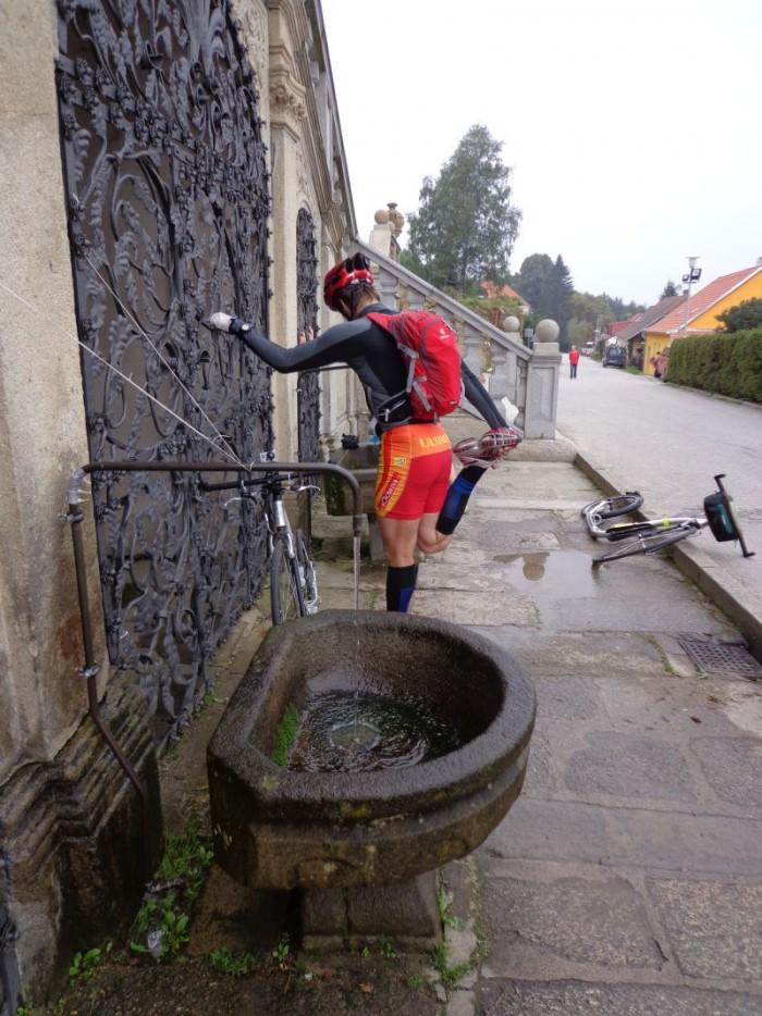 """Kostel Dobrá Voda a pramen """"živé"""" vody - už začíná být potřeba"""