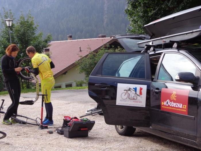 Dolomity, Colfosco u Corvary, penzion Sirio, doprovdný vůz a montáž koloběžek po náročném přesunu