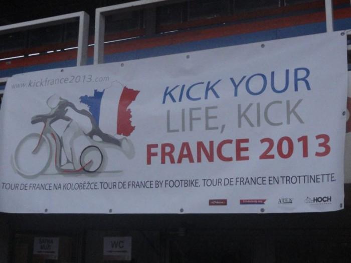 Logo projektu Tour de France 2013 nesmí nikde chybět
