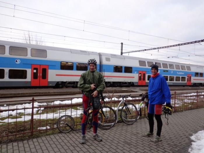 I cesta je cíl - zde ten náš - nádraží v Řevnicích