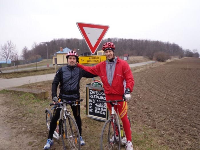 Kousek za Brnem, panové Pavel a Liška - na závodech soupeři, v soukromí přátelé