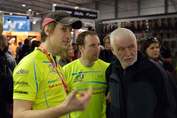 Zleva, pan Liška, pan Jaromír a velká výpomoc a náš technik pan Jaromír senior