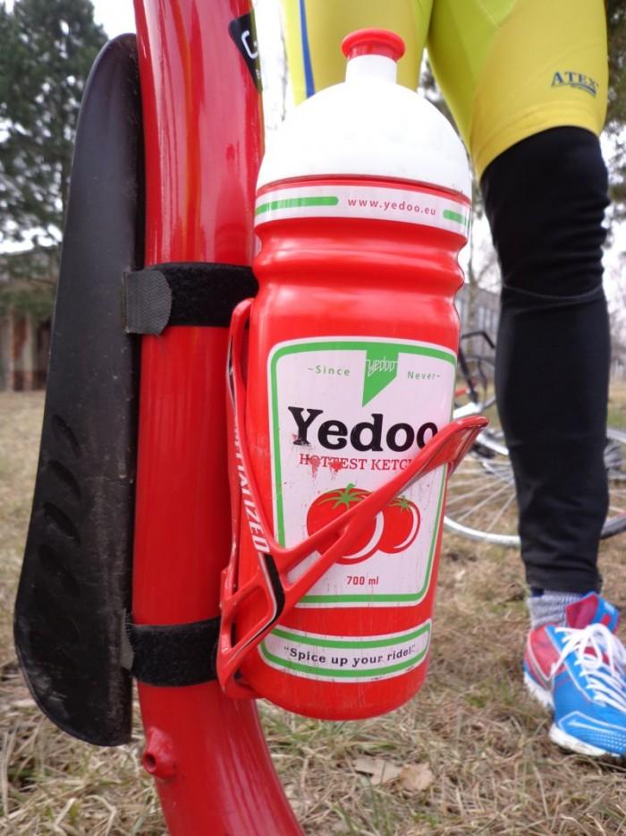Yedoo, ketchup, ionťáček - v této designové láhvi vozil pan Jan svůj oblíbený ionťáček