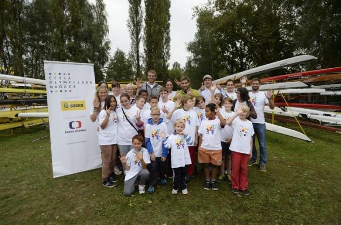 Sportovní hvězdy s dětmi z Olympijské nadace