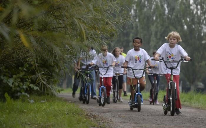 Děti si jízdu na stupátku mezi dvěma koly plně užívaly