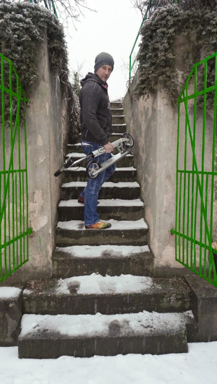 Testoval jsem v mrazu a suchu. Fotil při sněžení.