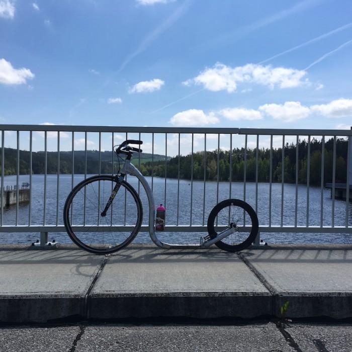Hráz Hněvkovické přehrady